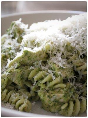 Spicy Spinach Arugula Pesto Pasta with Chicken