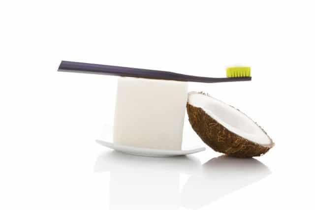 Coconut oil white teeth