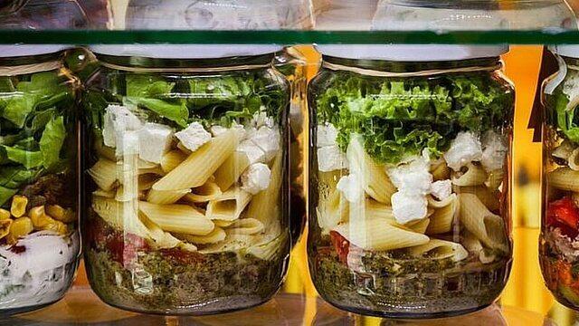 salad in jar 7