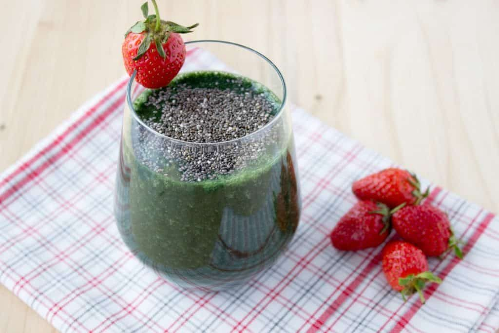 Strawberry Spirulina Banana Smoothie