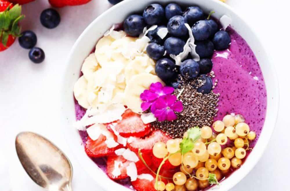 Blueberry yogurt smoothie bowl