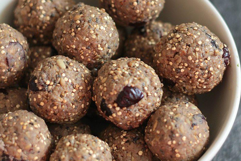 Peanut butter quinoa protein bites